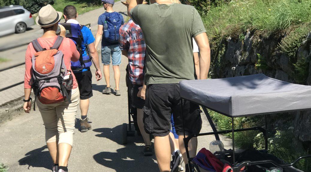 Personen beim Wandern