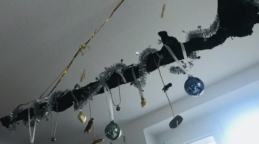 Advent Rebstock weihnachtlich geschmückt